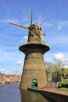 Schiedam, a city to the West of Rotterdam, home of Jenever (Dutch gin) and the tallest molen (windmills) in the world. Of the 20 original giants only 5 remain. This one is De Noord (The North) which now houses a restaurant.