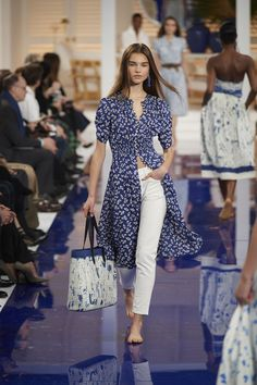 The complete Ralph Lauren Spring 2018 Ready-to-Wear fashion show now on Vogue Runway. Fashion 2018, Fashion Week, New Fashion, Runway Fashion, Fashion Show, Work Fashion, Fashion Clothes, Spring Fashion Trends, Latest Fashion Trends