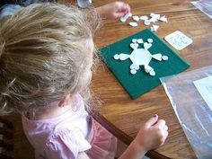 6 fun and inexpensive Christmas activities for kids Snowflake Craft, Snowflake Pattern, Snowflakes, Snowflake Template, Christmas Activities For Kids, Toddler Activities, Crafts For Kids, Preschool Ideas, Montessori