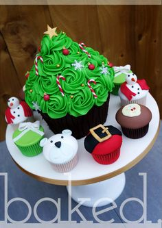 58 Ideas Cupcakes Decoration Navidad Decorating Supplies For 2019 Giant Cake, Giant Cupcake Cakes, Cupcake Birthday Cake, Fun Cupcakes, Ladybug Cupcakes, Kitty Cupcakes, Snowman Cupcakes, Rose Cupcake, Christmas Sweets