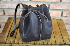 Dies ist ein Original und geräumigen Handtasche in braun. Es ist aus hochwertigem Öko-Leder. Gürtel sind aus dickem (4 mm), aus Naturleder in braun gefertigt. Handtasche mit Lederband (4 mm) in...
