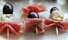 Spiedini di uva formaggio e salumi|ricetta finger food