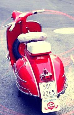 Vintage Vespa, Vintage Italy, Vespa Gtv, Vespa Scooters, Italian Style, Industrial Design, Minis, Bike, Products