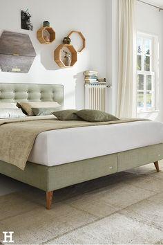 Hier punkten natürliche Farben! 🌱 #meinhöffi  #meinhöffi   #höffner #hoeffner #wohnen #möbel #wohnraum #wohndesign #wohnidee #grün #holz Interior, Furniture, Home Decor, Bedroom, Pillows & Throws, Bedroom Ideas, Bed, Ad Home, Colors