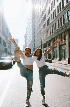 Trendy Travel Photography Ideas Best Friends Pictures Ideas ( 24 Photos ) - b. Photos Bff, Best Friend Photos, Best Friend Goals, Cute Photos, Bff Pics, Ideas For Instagram Photos, Happy Photos, Happy Pictures, Insta Pictures