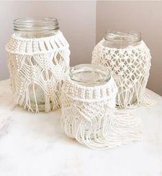 Ideas bonitas con macramé - Muero de amor por la deco Macrame Art, Macrame Design, Macrame Knots, Paper Crafts, Diy Crafts, Bottle Crafts, Christmas Photos, Cozy House, Glass Jars