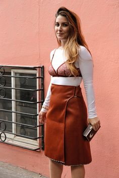 Lingerie In Street Style. A white crewneck is worn under a lace bra with a tan skirt. Fall Fashion Outfits, Dope Fashion, Trendy Fashion, High Fashion, Autumn Fashion, Trendy Style, Winter Outfits, Top Street Style, Street Style Trends