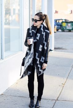 Love the scarf and look of the outfit Estilo Blogger, Fall Winter Outfits, Autumn Winter Fashion, Aritzia Scarf, Blanket Scarf Outfit, How To Wear A Blanket Scarf, Casual Outfits, Cute Outfits, Scarf Outfits
