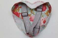 Heart Backpack Free Pattern - Sew Much Ado Bag Patterns To Sew, Sewing Patterns Free, Free Pattern, Toddler Backpack, Small Backpack, Lego Bag, Backpack Pattern, Fabric Purses, Sewing Aprons