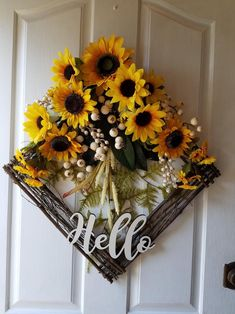 Sunflower Wreath with Sign, Fall Door Decor, Wreath for Front Door Sunflower Wreath for Door / Indoor Wreaths / Outdoor Wreaths / Autumn Door / Sunflower Home Decorating / Sunflower Home Decor, Sunflower Room, Sunflower Crafts, Sunflower Wreaths, Sunflower Decorations, Decorating With Sunflowers, Sunflower Themed Kitchen, Wreath Crafts, Diy Wreath