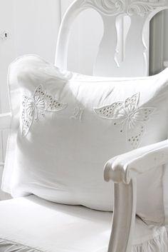 VIBEKE DESIGN: All in WHITE!