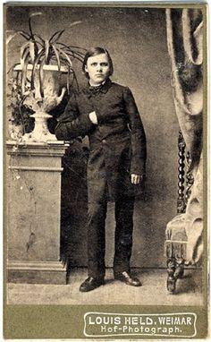 Maria Lopesde e Grandes Seres: 15 de Outubro de 1844: Nasce o filósofo alemão Fri...