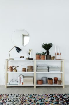 Open shelf, two-coloured, by the Finnish company Lundia. From the blog Varpunen, photo by Susanna Vento.