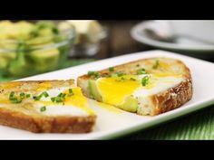 Legen Sie 2 Scheiben Brot in eine Bratpfanne. Jetzt werden Sie in der Zukunft Ihren Toast immer so bereiten! - DIY Bastelideen