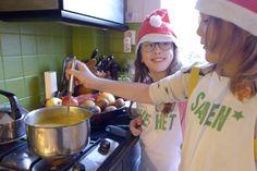 Met deze Kerstsoep kunnen Kinderen heel eenvoudig zelf aan de slag. Bekijk het filmpje en stuur daarna ook jouw kids snel de keuken in [...]