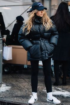 Street style à la Fashion Week automne-hiver 2017-2018 de New York  Photo par Sandra Semburg