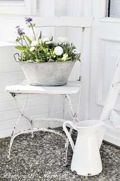 zinc tub white metal table white chair vintage garden Repinned by www.silver-and-grey.com