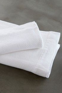 Cotton flat weave towels with a linen border. Refined and sophisticated. White Towels, Soft Furnishings, Hand Towels, Hand Weaving, Textiles, Hands, Gift Tree, Cotton, Bath Time