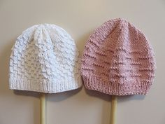 Trio de bonnets – All Mad(e) Here – Blog de loisirs créatifs & culturels: DIY, tricot,déco Baby Hats Knitting, Free Knitting, Knitted Hats, Knitting Patterns, Crochet Home, Crochet Baby, Knit Crochet, Tricot Baby, Baby Winter Hats