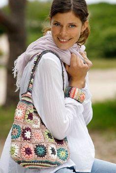 Fuldend garderoben med taske og matchende armbånd hæklet i de smukkeste farver