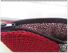 Une doublure zippée sur un tricot Diy Laine, Couture Sewing, Knit Crochet, Zip Around Wallet, Quilts, Knitting, Stitches, Fashion, Slipcovers