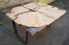 Wood table with crystal resin decor Tavolo in Legno Decorazione in resina trasparente