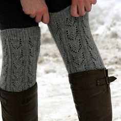 legwarmers over boots, over leggings. Mode Chic, Mode Style, Style Me, Fashion Moda, Look Fashion, Womens Fashion, Ski Fashion, Fashion Socks, Fashion News