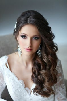 curls swept to side wedding hairstyles | Via Briana Mayhew