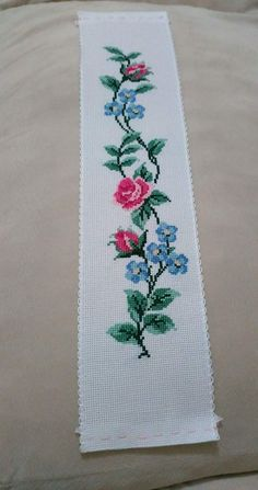Cross Stitch Flowers, Projects To Try, Decor, Cross Stitch Embroidery, Table Runners, Gems, Dots, Pattern, Decoration