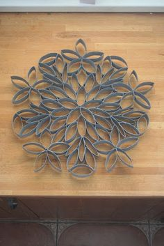 How to make this toilet roll art. Have made this and it comes out just the same, its quite large when made, well worth the effort. Toilet Paper Roll Art, Paper Wall Art, Toilet Paper Roll Crafts, Cardboard Crafts, Diy Wall Art, Diy Paper, Recycled Crafts, Paper Quilling, Recycling