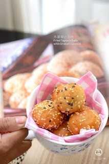 Coco's Sweet Tooth ......The Furry Bakers: 木薯椰丝煎堆 Fried Tapioca Balls with Grated Coconut