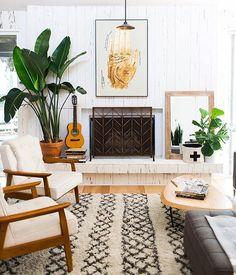 Cozy Moroccan rug, plants, mid century chairs. Love this boho living room