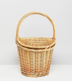 Buy Mango mini picnic basket bag in natural at ASOS. With free delivery and return options (Ts&Cs apply), online shopping has never been so easy. Get the latest trends with ASOS now. Big Fashion, Fashion Bags, French Fashion, French Baskets, Boutique Decor, Moving To Paris, Bridal Clutch, Basket Bag, Basket Quilt