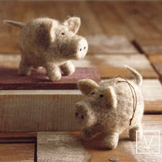 Felt Piggie Ornaments by Roost: Oh so sweet! $8 i need these for something, i'm sure!