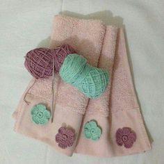 potholders Havlu ve renkli iekler Crochet Home Decor, Crochet Crafts, Crochet Yarn, Crochet Butterfly, Crochet Flowers, Learn Embroidery, Hand Embroidery, Crochet Potholder Patterns, Crochet Hooded Scarf