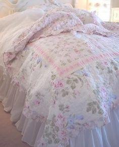 Shabby Chic -lovely bedcover!