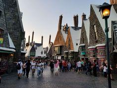 ⭐️ Harry Potter à Universal Studios d'Hollywood ! Sur Goodie Mood, le blog Feel Good d'une française expatriée à Los Angeles. #universalstudios #hollywood #californie #expat #LosAngeles #Attraction #Parc #HarryPotter Universal Studios, Hollywood, Parking Design, Mood, Attraction, Harry Potter, Street View, California, Park