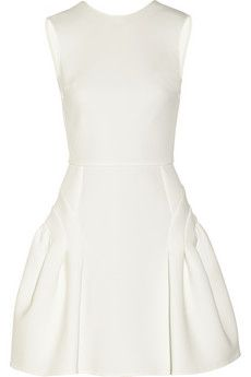 This Miu Miu white dress with pockets is ideal!