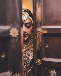 Ideas Wedding Photography Poses Indian Bridal Lehenga Ideas Wedding Photography Poses In Indian Photoshoot, Bridal Photoshoot, Bridal Shoot, Wedding Shoot, Indian Wedding Couple Photography, Indian Wedding Photos, Indian Photography, Indian Wedding Jewellery, Indian Wedding Rings