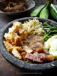 Indonesian Cuisine, Indonesian Recipes, Pork Bacon, Savory Snacks, Food Photo, Street Food, Asian Recipes, Food And Drink, Cooking Recipes