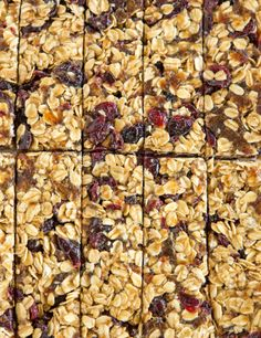 No bake granola bars! These no-bake granola bars contain only five ingredients, no added sugar, and are infinitely customizable. A perfect lunchbox snack! No Bake Granola Bars, Homemade Granola Bars, Oatmeal Bars, Snacks Homemade, Cereal, Clif Bars, Backpacking Food, Hiking Food, Camping