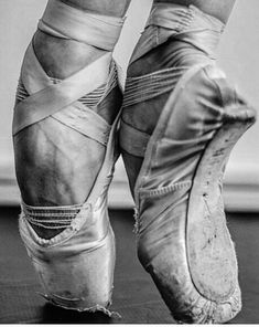 Ballet Pictorial - Hard work is beautiful - Ballerina Feet, Ballet Feet, Dancers Feet, Ballet Dancers, Ballerinas, Dance Photos, Dance Pictures, Pointe Shoes, Ballet Shoes
