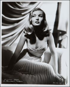 A true Hollywood glamour goddess, Veronica Lake. I love to channel her for a lot of my formal, red carpet work. Her look is timeless and perfect. Golden Age Of Hollywood, Vintage Hollywood, Classic Hollywood, Hollywood Icons, Hollywood Hair, Hollywood Style, 50s Hairstyles, Vintage Hairstyles, Hairdos