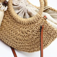 bags new 2020 – bestgooods Diy Craft Projects, Diy Crafts, Ball Decorations, Straw Bag, Tassels, Shells, Beach Bags, Creative, Womens Fashion