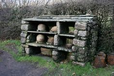 Bee shelter, St Fagans Museum This C19th bee shelter, complete with woven skeps, is in the garden of Kennixton Farmhouse in the Museum of Welsh life. It was moved from Devauden in Monmouthshire.