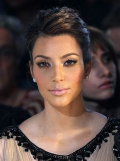 Gorgeous makeup even though I can't Stand her glamorous beauty