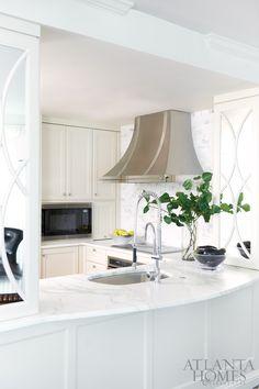 Design by Robin Pittman, Design Galleria Kitchen & Bath Studio   Photography by David Christensen   Atlanta Homes & Lifestyles  