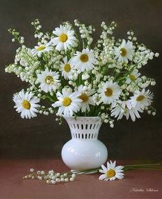 daisies and lily of the valley bouquet - Bing images Happy Flowers, Simple Flowers, White Flowers, Beautiful Flowers, Ikebana, Lily Of The Valley Bouquet, Driving Miss Daisy, Sunflowers And Daisies, Daisy Love
