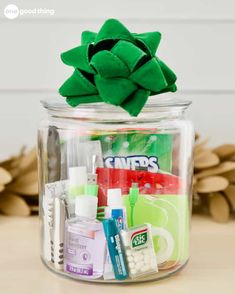 10 Unique Gift Ideas For An Amazing Gift In A Jar - - Gift baskets have been done to death, so give a gift in a jar this year! Check out these 10 creative ideas for heartfelt holiday gifts packed up in a jar. Cheap Christmas Gifts, Christmas Gift Baskets, Homemade Christmas Gifts, Homemade Gifts, Holiday Gifts, Simple Christmas, Hostess Gifts, Christmas Cookies, Holiday Fun