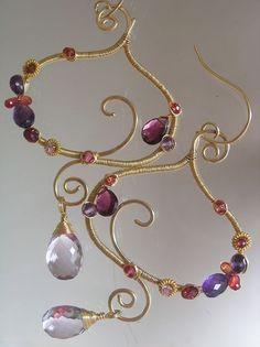 Garnet Gold Filled Sculptural Earrings Amethyst por bellajewelsII